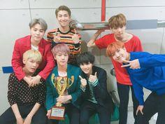 [#오늘의방탄] #방탄소년단 이 쇼챔 컴백과 함께 #피땀눈물 첫 1위를 했습니다! 모든 영광을 아미들에게 ✨(ू˃̣̣̣̣̣̣︿˂̣̣̣̣̣̣ ू) #땡큐마니마니