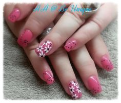 Nails done by Angelique Allegria. #daisies #flowers #dots #mink #BeUnique @angiedsa