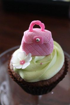 Handbag cupcake