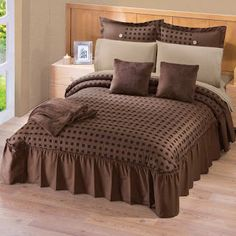 Colchas Concord, Designer Punjabi Suits, Linen Bedding, Bed Linens, Golden Brown, Garden Projects, Bed Sheets, Home Furnishings, Comforters
