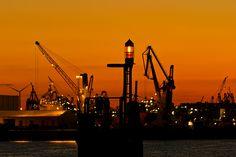Abendstimmung / Sonnenuntergang im Hafen von Hamburg Sun Sets, Hamburg Germany, Germany Travel, To Go, City, Places, Pictures, Beautiful, Hamburg