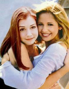 "Sarah Michelle Gellar and Alyson Hannigan, as Buffy Summers and Willow Rosenberg from ""Buffy, the Vampire Slayer"", Season Alyson Hannigan, American Pie, Joss Whedon, Buffy Im Bann Der Dämonen, Sarah Michelle Gellar Buffy, Buffy Summers, How I Met Your Mother, Buffy The Vampire Slayer, Spike Buffy"
