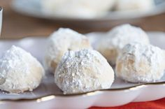 My mom and I have been baking these for as long as I can remember. They are delectable butter-type cookies served as favors at traditional Mexican weddings. They also make a wonderful addition to any Christmas goodie platter. food and drink Mexican Wedding Cake Cookies, Mexican Cookies, Italian Wedding Cookies, Best Christmas Cookies, Holiday Cookies, Tea Cakes, Brownie Cookies, Owl Cookies, Holiday Baking