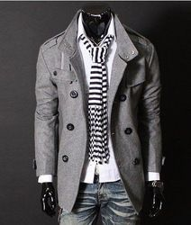 Casual styling with a half trench. I love the use of the scarf as a tie for the shirt