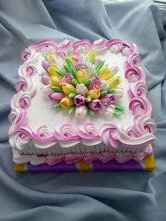 For a spring birthday. A pretty Tulip cake. Cake Icing, Buttercream Cake, Cupcake Cakes, Pretty Cakes, Beautiful Cakes, Amazing Cakes, Tulip Cake, Floral Cake, Cake Decorating Techniques