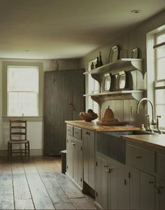 44 best farmhouse kitchen decor and design ideas to fuel your remodel 9 Farmhouse Kitchen Inspiration, Farmhouse Kitchen Decor, Country Kitchen, Farmhouse Interior, Country Farmhouse, Primitive Kitchen Cabinets, French Farmhouse, Modern Country, Kitchen Shelves