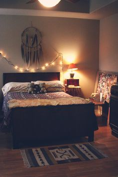 Roots and Feathers // Violet Bella: Bedroom Makeover >>>