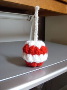 Free Candy Apple Christmas Ornament Crochet Pattern