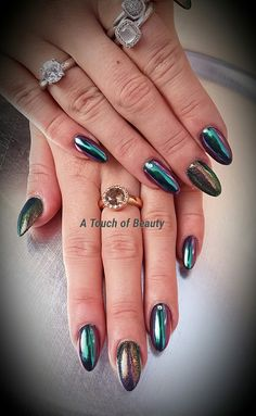 Acrylic nails with Cameleon pigment with a beautiful mirror effect !!