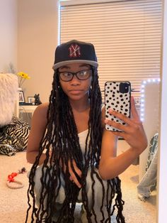 Fitted Caps, Teenager Outfits, Beautiful Black Women, Hair Inspo, Cyber, Black Hair, Captain Hat, Dreadlocks, Hairstyles