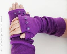 Sewing Fabric Tutorial: Easy fleece arm warmers - Our Peaceful Planet shares a free pattern for making a pair of easy fleece arm warmers. They cover your arms and hands like a pair of long gloves, but the fingers and thumbs are left open so you c… Fleece Crafts, Fleece Projects, Easy Sewing Projects, Sewing Tutorials, Sewing Crafts, Craft Projects, Sewing Tips, No Sew Projects, Dress Tutorials