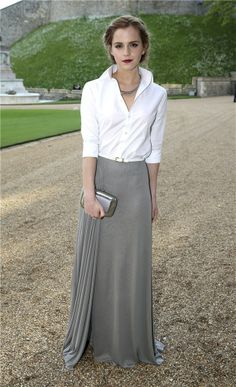 Chic outfit and glam makeup Emma watson is an inspiration