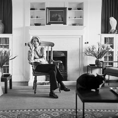 Nadine Gordimer, l'anima bianca dell'Africa Nobel Literature, David Goldblatt, Nadine Gordimer, People Poses, Photo Report, Writers And Poets, Country Landscaping, World Of Books, Yesterday And Today