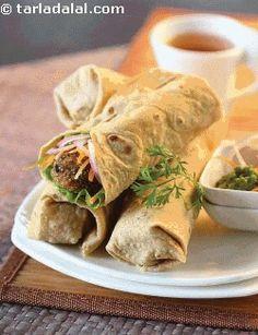 Hara Bhara Tikki Roll ( Wraps and Rolls) recipe Wrap Recipes, Veg Recipes, Indian Food Recipes, Vegetarian Recipes, Cooking Recipes, Veg Starter Recipes, Cooking Tips, Indian Breakfast, Best Breakfast