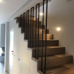 Staircase Design Modern, Staircase Railing Design, Modern Stair Railing, Staircase Handrail, House Staircase, Home Stairs Design, Staircase Remodel, Modern Stairs, Interior Stairs