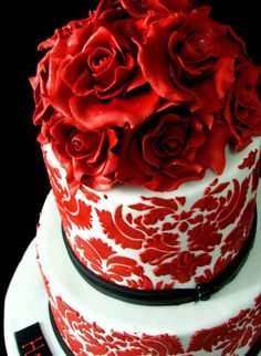 This red rose #weddingcake is perfect for a dramatic wedding. #redwedding