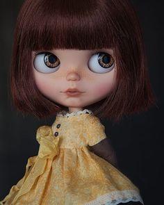 Niña guapa! ❤️ #blythestagram #custom #ooak #blythephotography #doll #blythes #dolls #dollstagram #toyphotography #toystagram #blythelife #blythelove #doll #blytheoutfit #poupeeblythe