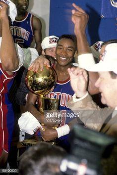 Fotografia de notícias : Detroit Pistons Isiah Thomas victorious with...