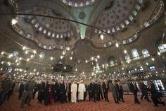 'The Last Pope' Francis Again Embraces Islamic Anti-Christ by 'Interfaith' Prayers in Blue Mosque