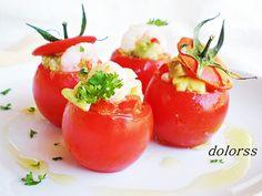 Blog de cuina de la dolorss: Tomates mini rellenos de camarones y aguacate con vinagreta de pepinillo