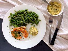 Kuřecí prsa, zelené fazolky a slaninová majonéza s pažitkou