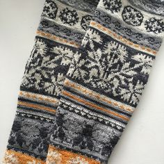 Ravelry is a community site, an organizational tool, and a yarn & pattern database for knitters and crocheters. Mittens Pattern, Knit Mittens, Knitted Gloves, Knitting Socks, Hand Knitting, Vintage Knitting, Motif Fair Isle, Fair Isle Pattern, Knitting Charts