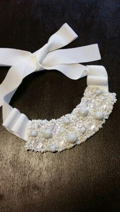 ホワイトジェイドを刺繍してネックレスを作りました。