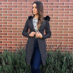 casaco longo mesclado capuz pelinho www.horadediva.com.br/loja