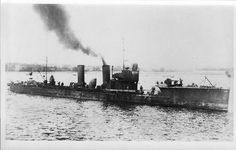 Torpedo boat V-105 or V-106 in service of Kaiserliche Marine. Photograph taken between 1915 and 1918.