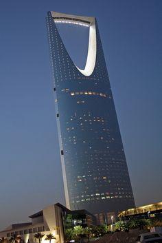 "Kingdom Tower, Riyadh. Ellerbe Becket Omrania and Associates Residents call it ""The Razor."""