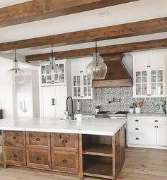 Farmhouse kitchen 2018 - 35 Inspiring White Farmhouse Style Kitchen Ideas To Maximize Kitchen Design. Farmhouse Style Kitchen, Modern Farmhouse Kitchens, Home Decor Kitchen, New Kitchen, White Farmhouse, Decorating Kitchen, Kitchen Wood, Kitchen Art, Kitchen Decorations