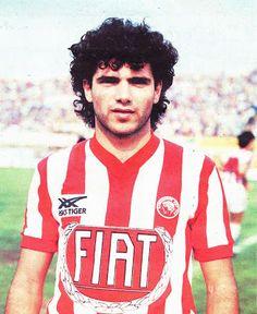 Κοκολάκης Γιώργος. Ρέθυμνο. (1960). Αμυντικός. Από το 1979-1988. (126 συμμετοχές 8 goals). Athlete, Football, Sports, Mens Tops, T Shirt, Passion, Red, Greek, Soccer
