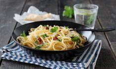 Spagetti carbonara har vært en av de mest populære oppskriftene på bloggen siden den ble lagt ut 2011, og det er ikke det minste rart for dette er god og smakfull fastfood! Her kommer den i oppjustert…