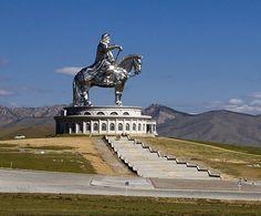 Genghis Khan Rides Again: Huge Statue of Emperor Dominates the Mongolian Steppe ~ Kuriositas