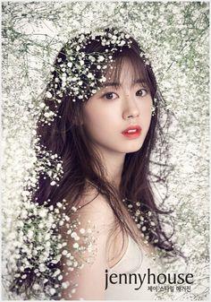 [스타소식] '여고생 한효주' 신세휘, 첫 웨딩 화보... '독보적 청초함'