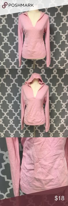 J. Crew Pink Wool Blend V Neck Hooded Sweater 🔘Description: J. Crew Pink Wool Blend V Neck Hooded Sweater women's size large with pocket good used condition    🔘Measurements:   Pit to Pit: 22 inches               Shoulder to Hem: 26 inches                                                        Inventory: K    If you have any questions please feel free to let me know!                                Thanks for stopping by! J. Crew Sweaters