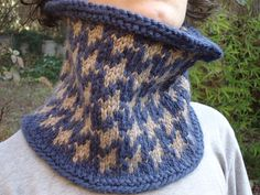 Free Pattern: Houndstooth Cowl by Jessica P.