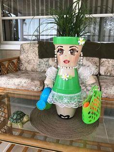 1183 best terra cotta pot - Deco How to Crafts Decorative Clay Pots, Ceramic Pots, Flower Pot People, Clay Pot People, Flower Pot Art, Flower Pot Crafts, Clay Pot Projects, Clay Pot Crafts, Terracotta Flower Pots