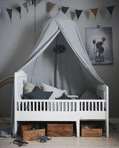 Rama in sängen med en fin sänghimmel! Baby Bedroom, Kids Bedroom, Baby Barn, Elegant Home Decor, Childrens Room Decor, Kids Room Design, Kids Corner, Kid Spaces, Kid Beds