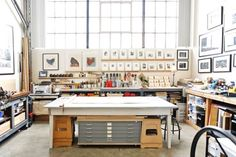 Warm Industrial House Tour Style:Get the Look - Printmaking studio…. Warm Industrial, Industrial House, Vintage Industrial, Industrial Style, Industrial Lighting, Industrial Furniture, Industrial Office, Furniture Vintage, Industrial Design
