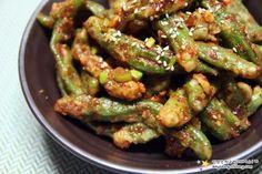 매콤한 추억의 집밥 밑반찬 '꽈리고추찜 만드는 법' K Food, All Vegetables, Cooking Vegetables, Korean Food, Easy Cooking, Kung Pao Chicken, Food Styling, Green Beans, Cucumber