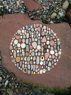 Inspiration & Dekoration Trend: Meine Inspiration Land Art vom Juni, – Rebel Without Applause Land Art, Pebble Mosaic, Pebble Art, Pebble Stone, Art Environnemental, Ephemeral Art, Deco Nature, In Natura, Nature Artists