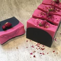 No 5 is inspired by Chanels black pink quilt colletion. I need a berryscent to go with the colors - any suggestion? Patchouli Soap, Soap Shop, Soap Maker, Homemade Soap Recipes, Bath Soap, Soap Packaging, Cold Process Soap, Home Made Soap, Handmade Soaps