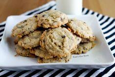 Krispy Coconut Oatmeal Cookies - cookies on plate with milk behind. Desserts To Make, Cookie Desserts, Cookie Recipes, Dessert Recipes, Oatmeal Coconut Cookies, Chocolate Shortbread Cookies, Coconut Bars, Lemon Coconut, Yummy Cookies