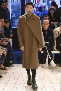 See the complete Chalayan Fall 2018 Menswear collection.