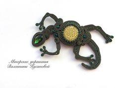 А вот другая наша подруга ящерица ☺ уже с кабошоном от @ekaterinajewelry  #aminasjewellery #soutache #сутаж #ручнаяработа #мирный