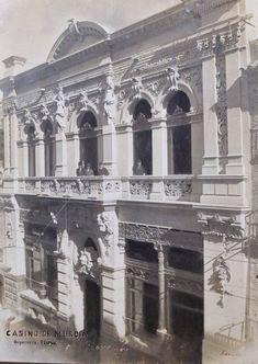 El 1 de junio de 1901 aparece el titular en la edición de tarde del Correo de Levante, Las obras del Casino, y bajo el mismo la noticia de la colocación de la última piedra de la facha aquella mañana. Los operarios de la obra fueron obsequiados por la Junta Directiva con una comida, era por entonces presidente D. Jesualdo Cañada, que sustituyó en el cargo al promotor de dichas obras, D. Angel Guirao Girada. UNA IMAGEN HISTÓRICA - RCMAGAZINE – Revista Cultural del Real Casino de Murcia Murcia, Abandoned, Spain, Louvre, Architecture, Antiques, Building, 19th Century, Animal Drawings