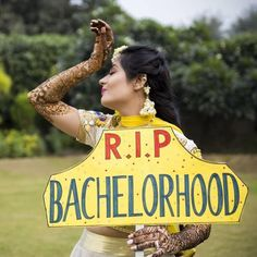 Sahiba's photo perfectly depicts a drama queen bride! 📸 Slice of Life funny weddingfun bridetobe bride bridesmaids funnypic funnyvideo funnypicture funnymoments funnypost memes funnyme is part of Bride photoshoot - Pre Wedding Shoot Ideas, Pre Wedding Poses, Wedding Photo Props, Bridal Poses, Pre Wedding Photoshoot, Wedding Advice, Photoshoot Ideas, Photoshoot Friends, Wedding Couples