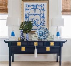 Blue and White (Chinoiserie Chic) - Trellis Home Design A lovely Chinoiserie vignette features Dana Gibson art, a pair of Greek key lam - Elegant Home Decor, White Home Decor, Retro Home Decor, Elegant Homes, Unique Home Decor, Diy Home Decor, Room Decor, Chinoiserie Chic, Interior Decorating