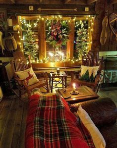 Are you searching for pictures for farmhouse christmas decor? Browse around this site for amazing farmhouse christmas decor inspiration. This farmhouse christmas decor ideas appears to be excellent. Decoration Christmas, Farmhouse Christmas Decor, Noel Christmas, Christmas Design, Country Christmas, Winter Christmas, Cabin Christmas Decor, Christmas Bedroom, Red Christmas Decorations